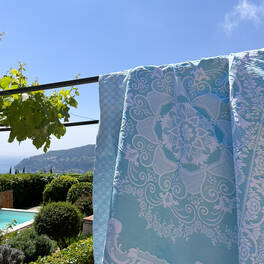 bedspread with<br>floral pattern