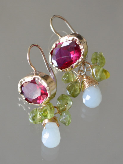 earrings Eye fuchsia crystal and peridot