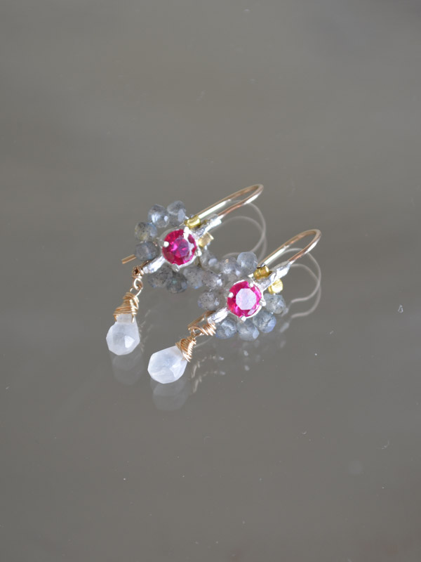 earrings Flower mini labradorite and fuchsia crystal