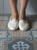 leather house slippers - crème