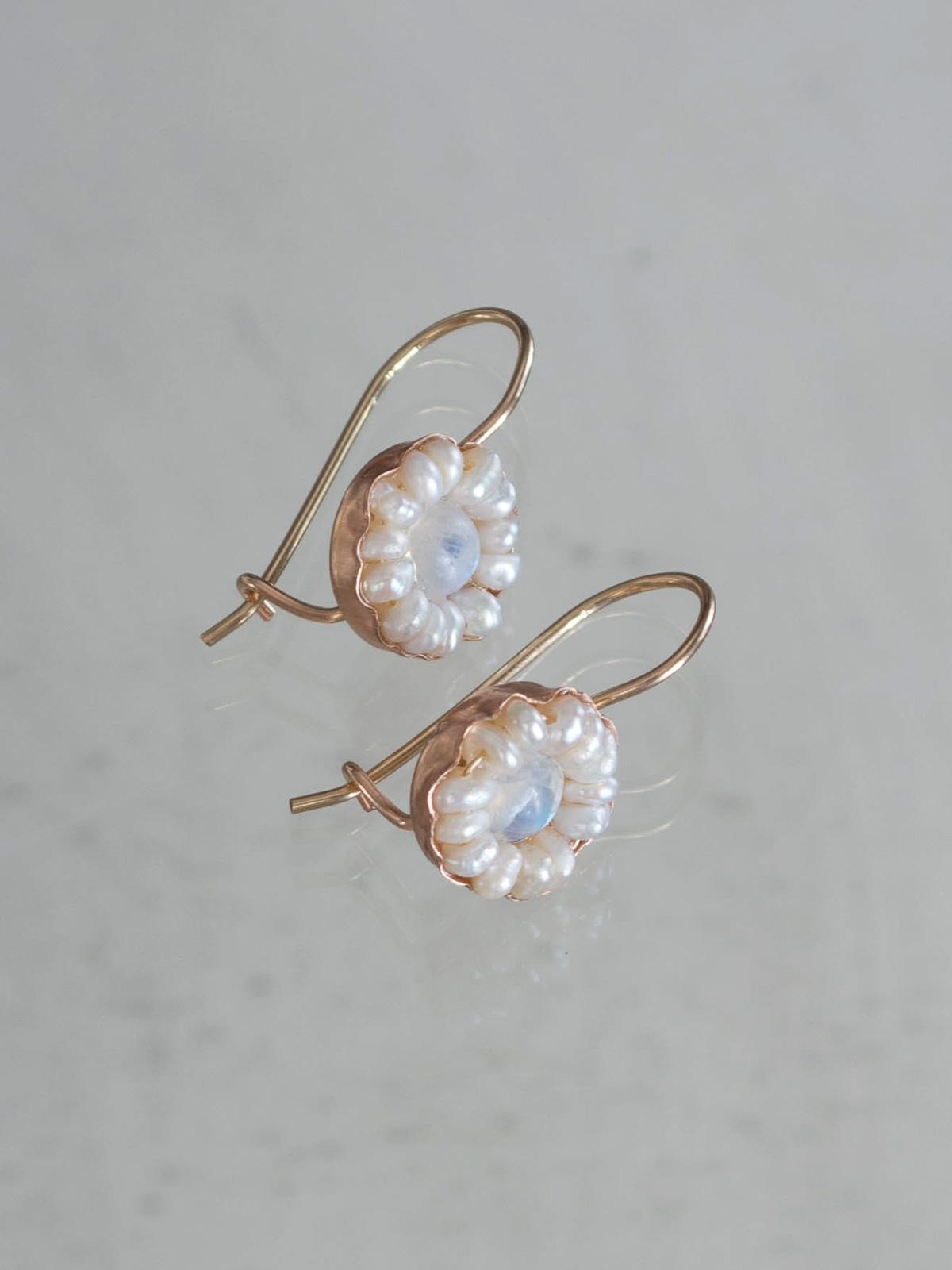 db4cf974ff earrings Daisy moonstone and pearls