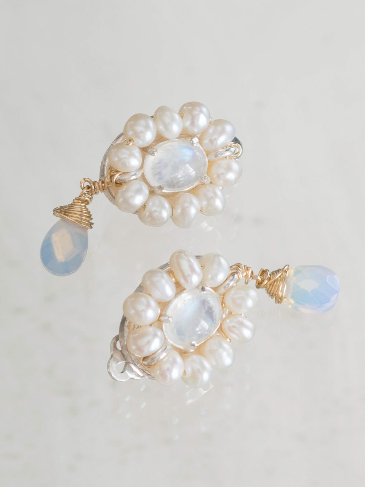 earrings Flower pearls and moonstone (clips)