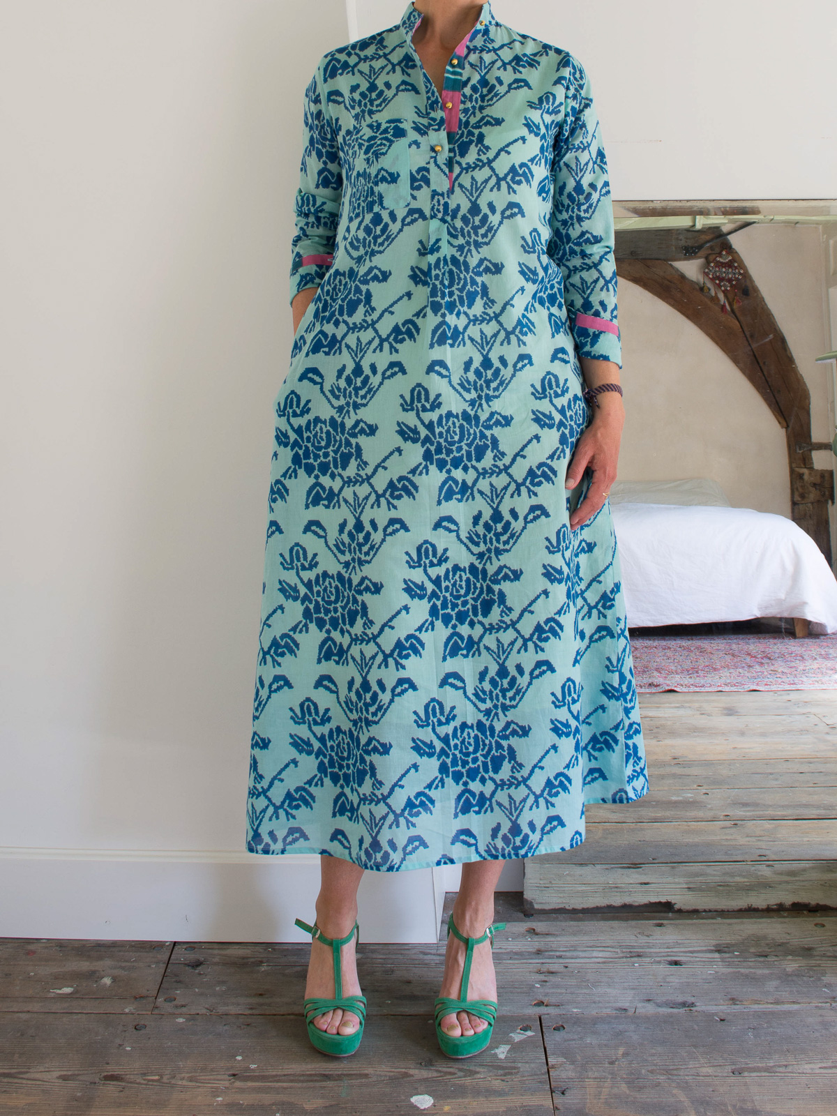 Long kurta - turquoise with abstract rose motifs in blue