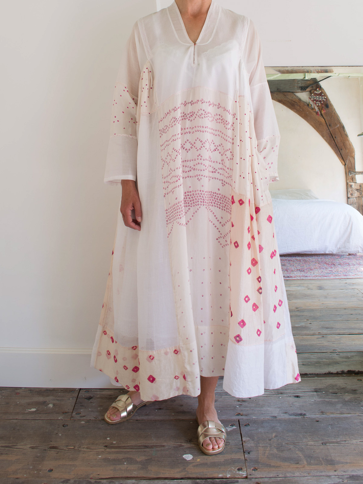 loose fitting maxi-dress in white and off-white silk
