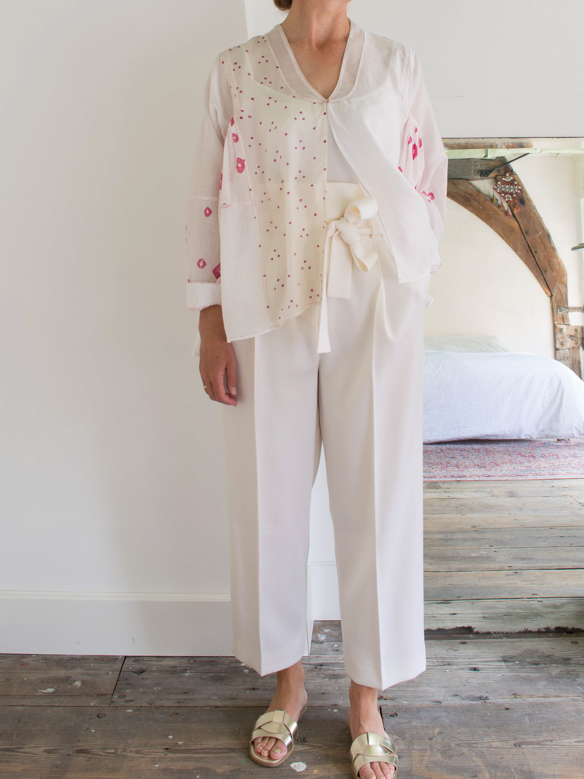 blouse in white and off-white silk