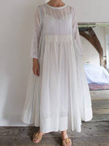 robe blanche  avec broderie
