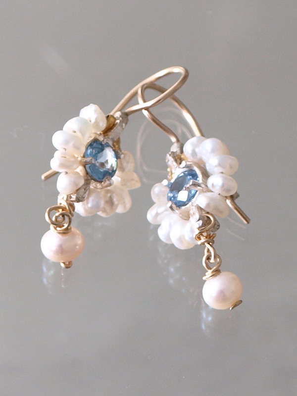 earrings Flower pearls and blue crystal