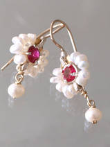 earrings Flower pearls and fuchsia crystal