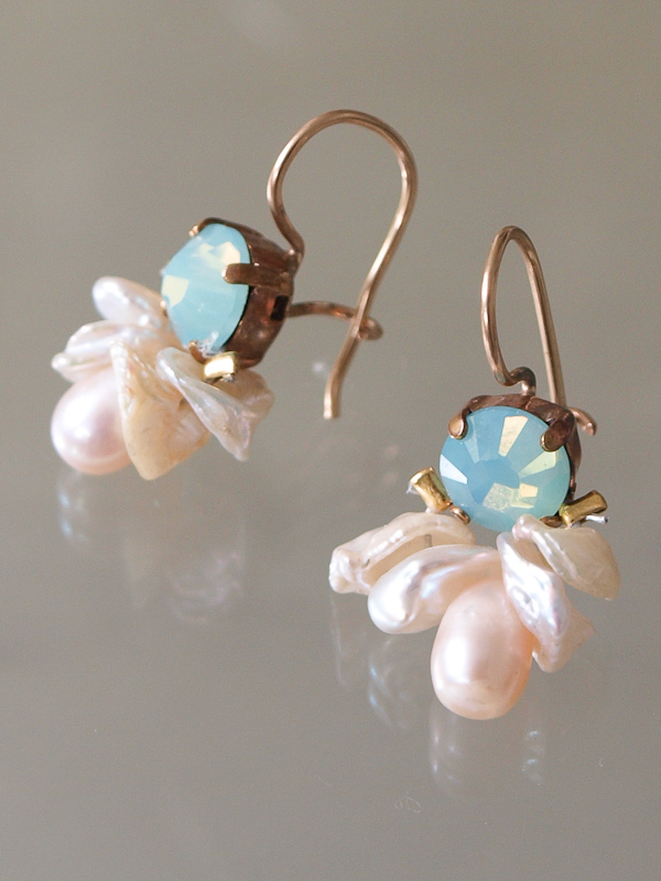 earrings Bee light green crystal and pearls